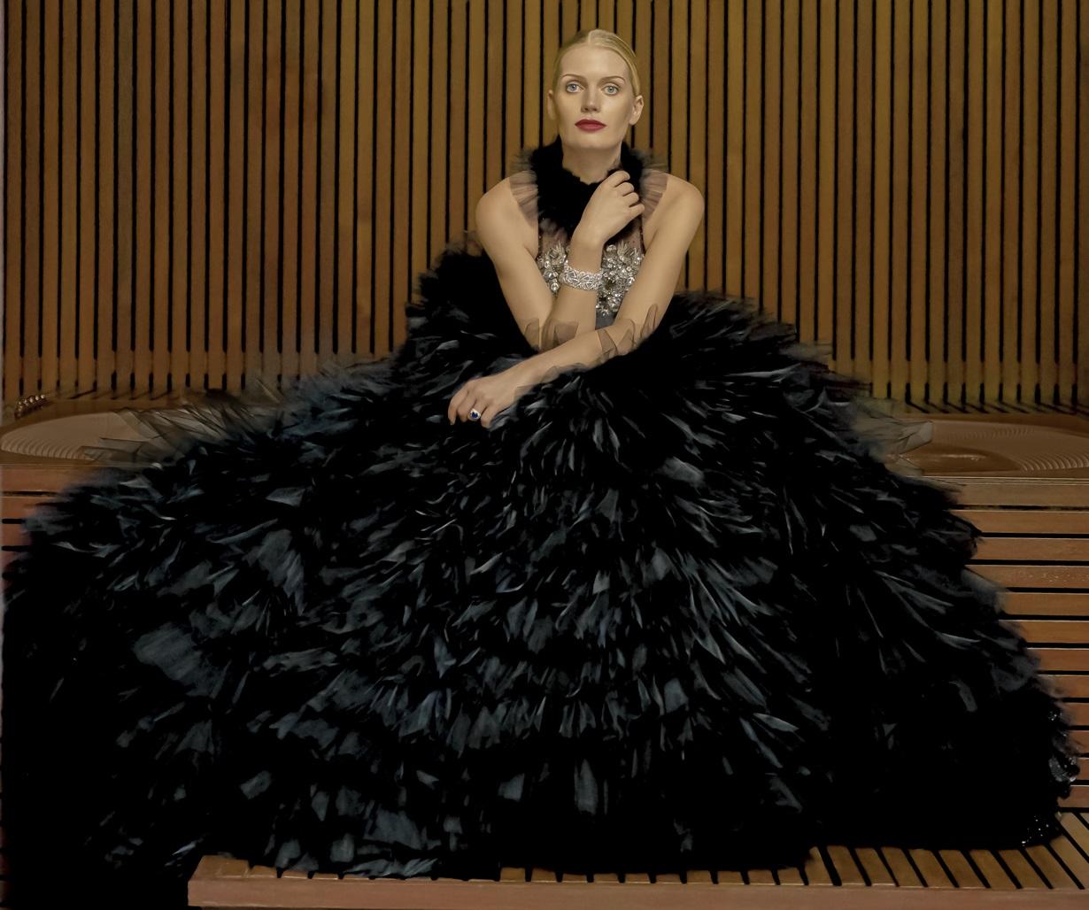 https://files.vogue.co.th/uploads/jpeg_Princess_in_black_dress2.jpg